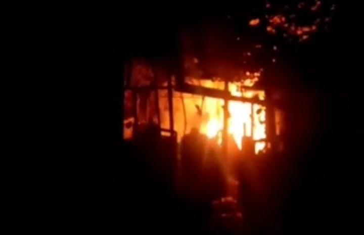 Incendiu la Bălți. O casă a fost cuprinsă de flăcări