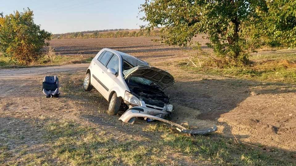 Foto /FOTO/ Accident violent în raionul Sîngerei. Trei persoane transportate la spital 1 17.10.2021