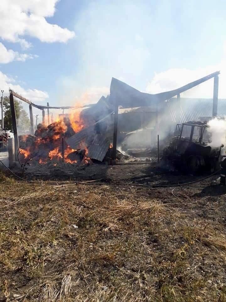 Foto Сильный пожар в Фалештах: сгорел склад кормов для животных 6 17.10.2021