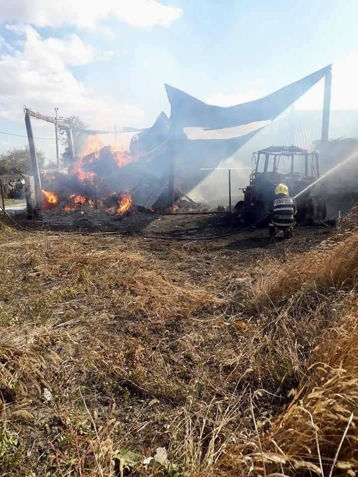 Foto Сильный пожар в Фалештах: сгорел склад кормов для животных 5 17.10.2021