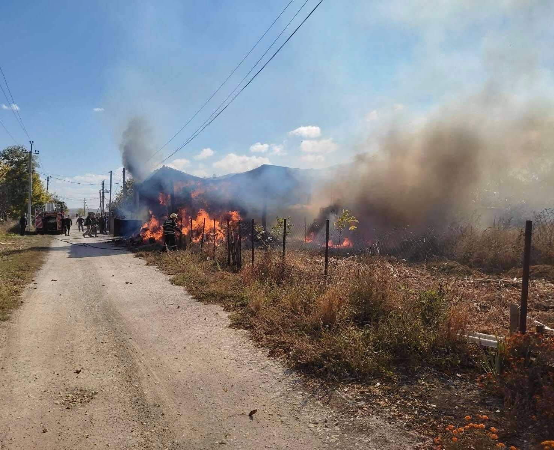 Foto /FOTO/ Incendiu de proporții în raionul Fălești. Un hambar plin, cuprins de flăcări 4 27.10.2021