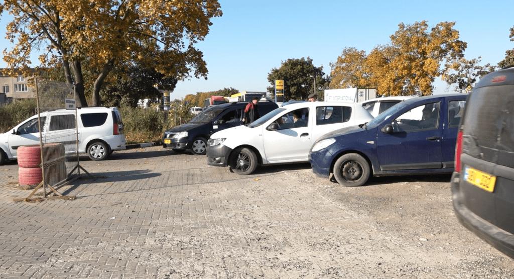 Foto /ФОТО/ Огромная очередь на бельцкой заправке. Водители рискуют остаться без метана 2 27.10.2021