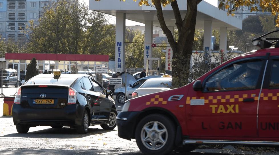 Foto /ФОТО/ Огромная очередь на бельцкой заправке. Водители рискуют остаться без метана 1 27.10.2021