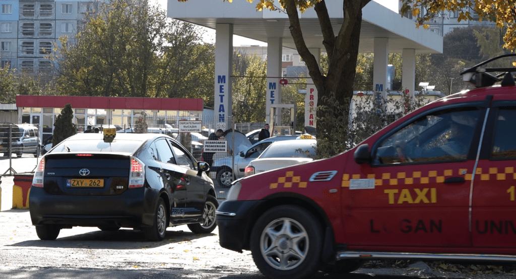 Foto /FOTO/ Cozi imense la o stație PECO din oraș. Șoferii pot rămâne fără gaz metan 3 17.10.2021