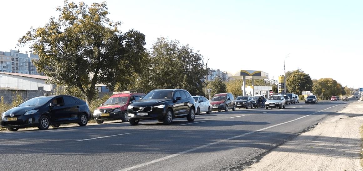 Foto /FOTO/ Cozi imense la o stație PECO din oraș. Șoferii pot rămâne fără gaz metan 4 17.10.2021