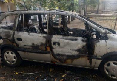 Foto /FOTO/ Un șofer din Bălți și-a găsit automobilul în flăcări 1 17.10.2021