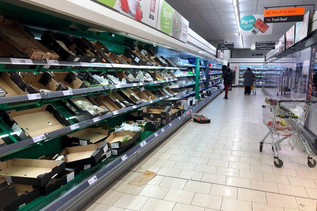 Foto /FOTO/ Criză de alimente în Marea Britanie. Nici urmă de carne, legume sau lapte în supermarketuri 4 17.10.2021
