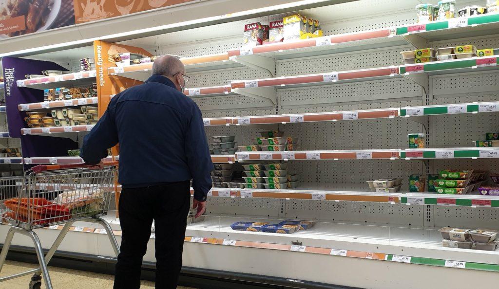 Foto /FOTO/ Criză de alimente în Marea Britanie. Nici urmă de carne, legume sau lapte în supermarketuri 3 17.10.2021