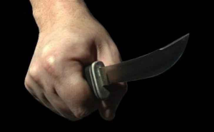 O femeie din raionul Fălești a ajuns la spital după ce a fost înjunghiată de către concubin