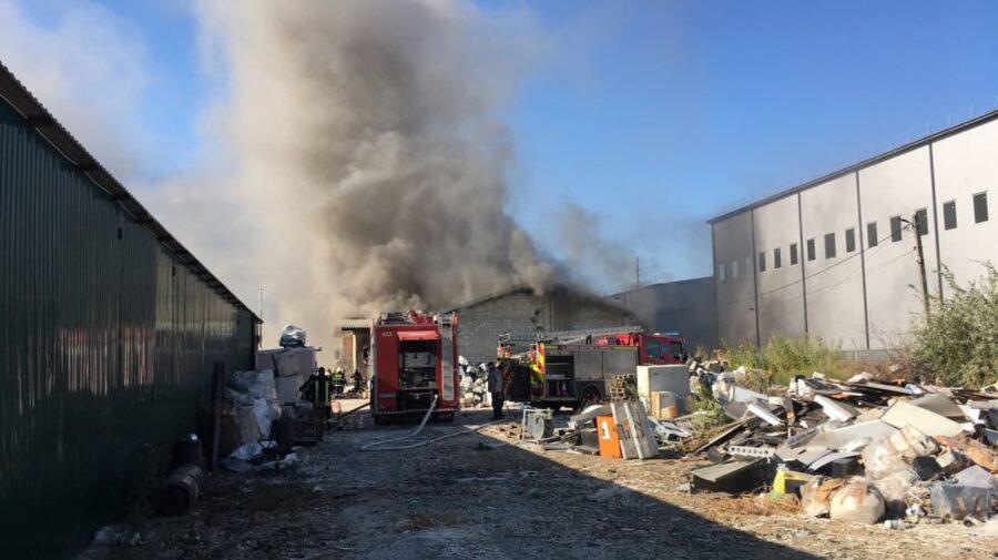 Foto Incendiu în capitală. Peste 70 de salvatori și pompieri la fața locului 1 17.10.2021